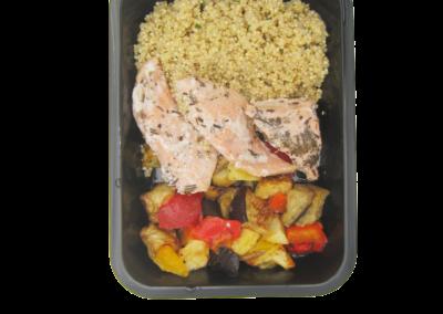 quinoa in salsa verde con salmone e verdure al forno