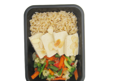 riso integrale tofu e verdure miste